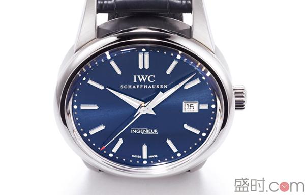 蓝色表盘腕表